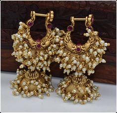 Beautiful traditional southindian makarkunal in gold finish with beautiful pearls work Gold Jhumka Earrings, Indian Jewelry Earrings, Jewelry Design Earrings, Gold Earrings Designs, Indian Wedding Jewelry, Antique Earrings, Pearl Jhumkas, Jumka Earrings, Amrapali Jewellery