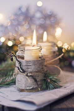 Candles in mason jars covered with bark - Rustic winter wedding/Christmas centerpieces Noel Christmas, Country Christmas, Winter Christmas, All Things Christmas, Christmas Crafts, Christmas Candles, Natural Christmas, Christmas Wedding, Beautiful Christmas