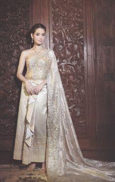 """หรูหรา อลังการ แบบ """"ชุดไทยแต่งงาน"""" สไตล์เจ้าหญิงโบราณ - แฟชั่นแต่งงาน - ชุดแต่งงาน - ชุดไทยแต่งงาน - ชุดไทย - สไตล์เจ้าหญิงโบราณ"""