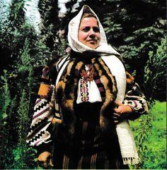 Campulung Moldovenesc, Bucovina, Moldavia Folk Costume, Costumes, Hand Embroidery, Ethnic, Daughter, Textiles, Traditional, Popular, Blouse