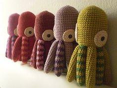 Amigurumi Pulpo - Patrón Gratis en Español aquí: http://picapauyan.blogspot.com.ar/2010/09/patron-de-pulpo-amigurumi-octopus.html