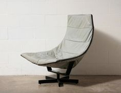 Grey Leather Seat with a Large Zippered Frame, In the style of Geoffrey Harcourt for Artifort