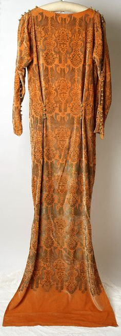 Evening dress Maria Gallenga  (Italian, Rome 1880–1944 Umbria) Date: second quarter 20th century Culture: Italian Medium: silk Dimensions: Length at CB: 75 in. (190.5 cm)  Accession Number: 1982.160