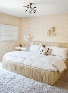Room Decor Ideas brings you a selection of the most Beautiful Bedrooms by Kelly Wearstler to Copy this Summer. Improve home interiors starting by the bedroom. Luxury Furniture, Interior Design, Beautiful Bedrooms, Home, Luxury Home Decor, Bedroom Design, Kelly Wearstler Interiors, Beach Style Bedroom, Home Decor