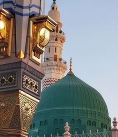 The holy shrine of prophet Mohammed (s. Al Masjid An Nabawi, Mecca Masjid, Masjid Al Haram, Islamic Images, Islamic Pictures, Muslim Pictures, Islamic Videos, Allah Islam, Islam Quran