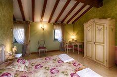 """Il bellissimo Hotel La Corte di Moscazzano, nei pressi di Crema (CR) immerso nel parco Adda Sud. """"Un Luogo d'Altri Tempi in una Corte Antica"""". #photography #hotel #interiordesign"""