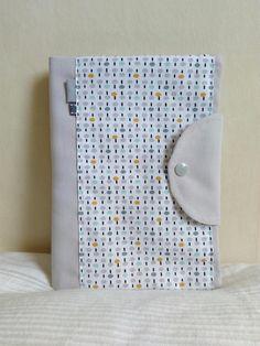 Protège carnet de santé gris blanc petits motifs