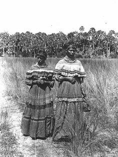Fanny Stuart and Susie Tiger, Indian Prairie near Lake Okeechobee, Florida Native American Clothing, Native American Photos, Native American Women, Native American History, Native American Indians, Cherokee, Seminole Patchwork, Seminole Indians, Montana