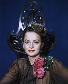 A deeply beautiful colour portrait of Oliva De Havilland (love her eyebrows here!). 1940s
