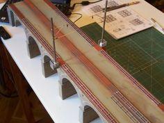 Avances en la construcción del puente de piedra de vía doble.