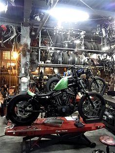 Harley Davidson Sportster Chopper Green metalflake gas tank and a whole lotta black. Motorcycle Workshop, Motorcycle Shop, Motorcycle Garage, Moto Bike, Garage House, Garage Shop, Dream Garage, Garage Life, Custom Bobber