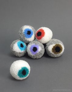 make it: pompon eyeballs