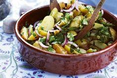 Das Rezept für Gekräuterter Früh-Kartoffel-Salat und weitere kostenlose Rezepte auf LECKER.de
