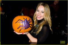 Hilary Duff shows off her pumpkin decoration skills at Just Jared's Annual Halloween Party! See the pics on JustJared.com! Hilary Duff Show, Fall Chic, Just Jared, Celebs, Celebrities, Hot Actresses, Halloween Party, Beautiful Women, Hollywood