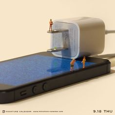 2014.9.18 THU 心の充電中です。Mini People are *Pinteresting! Little People Big World, Miniature Calendar, Vitrine Miniature, Miniature Photography, Thing 1, Tiny World, Miniature Figurines, Ice Sculptures, Tiny Dancer