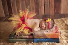 Harry Potter baby!!:) (newborn baby photography harry potter) Newborn Sibling, Newborn Baby Photos, Newborn Pictures, Baby Pictures, Baby Newborn, Children Photography Poses, Newborn Baby Photography, 1st Birthday Pictures, Baby Time