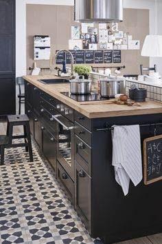 23 Ideas for kitchen renovation white ikea cabinets Black Kitchens, Cool Kitchens, Ikea Kitchens, Modern Kitchens, New Kitchen, Kitchen Decor, Kitchen Small, Kitchen 2016, Kitchen Chairs