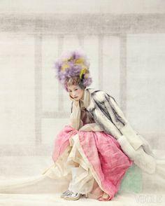 Vogue Korea - Jan 2014  Kim Moon Kyoung -  저고리 Tchai Kim Young Jin - 분홍색 치마, 단속옷, 흰버선