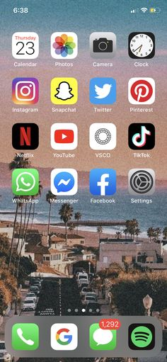 Iphone Home Screen Layout, Iphone App Layout, Organize Phone Apps, Whats On My Iphone, Iphone Hacks, Phone Organization, Instagram And Snapchat, Aesthetic Iphone Wallpaper, Homescreen
