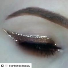 Fall is for gorgeous chocolate and glittery cat eyes like this one by @kristinaxmakeup ✨ So much yes! https://video.buffer.com/v/59f89024dbfb3fb327aa88a8