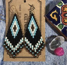 Small Earrings, Seed Bead Earrings, Diy Earrings, Earrings Handmade, Handmade Jewelry, Native American Earrings, Native American Beading, Beaded Earrings Patterns, Beading Patterns