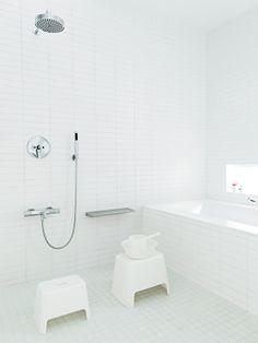 Bathroom encourages splashing. Photo by Jessica Haye and Clark Hsiao.