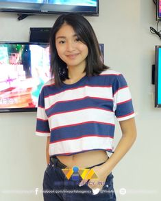 vivaartistagency IG post Dec 5 2018 Nadine spotted at Viva HQ today Nadine Lustre Ootd, Nadine Lustre Instagram, Nadine Lustre Outfits, Filipina Actress, Filipina Beauty, Cute Girl Haircuts, Jadine, Shoulder Length Hair, Girl Crushes