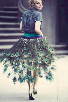 Peacock Halloween Costumes Love the look of the feathers. could add this to my purple skirt and it could make a nice costume Peacock Halloween, Peacock Costume, Peacock Skirt, Feather Skirt, Purple Skirt, Green Dress, Beautiful Girl Photo, Girl Photos, Fashion Models