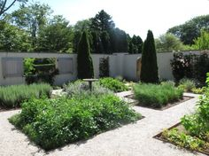 Barefoot Contessa Walled Garden -arranged in squares like a kitchen garden, but is planted with perennials, annuals, roses, vegetables, and herbs. It includes a crabapple orchard and rose and hydrangea gardens, and is designed to feel like a traditional East Hampton garden.