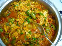 This basic, versatile chicken curry is easy to make. It can be a regular weekday dinner, or be dressed up to feed a crowd when entertaining. South African Recipes, Ethnic Recipes, Hottest Curry, Curry Dishes, Feeding A Crowd, Stuffed Green Peppers, Other Recipes, Chicken Recipes, Plait