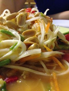 Thai spicy: papaya salad