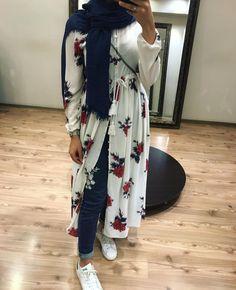 Hijab Style Dress, Casual Hijab Outfit, Hijab Chic, Abaya Fashion, Modest Fashion, Fashion Dresses, Modest Clothing, Hijab Hipster, Muslim Women Fashion