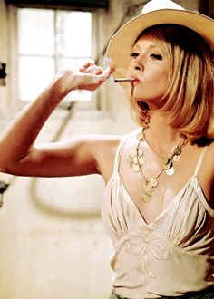 Faye Dunaway as Bonnie Parker. So much fashion inspiration. Bonnie & Clyde, Clothes by Thea van Runkle. Bonnie Parker, Bonnie And Clyde Movie, Bonnie Clyde, Faye Dunaway, Divas, Cinema Tv, Movies And Series, Gena Rowlands, Pin Up