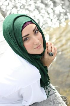 Yaz the spaz Hijab  Gorgeous...Flawless...Elegant... I love the way she look with the natural shades of make up on her skin....