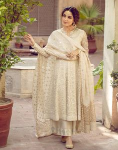 Pakistani Fashion Party Wear, Indian Fashion Dresses, Indian Bridal Outfits, Indian Gowns Dresses, Dress Indian Style, Indian Designer Outfits, Indian Fancy Dress, Wedding Outfits, Simple Pakistani Dresses
