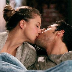 The perfect Supergirl Cute Passion Animated GIF for your conversation. Chris Wood, Cute Couples Kissing, Couples In Love, Romantic Couples, Supergirl Tv, Supergirl And Flash, Romantic Kiss Video, Michael Arden, Kara And Mon El