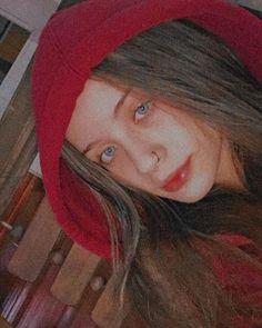 Girl Photo Poses, Girl Photos, Eyebrow Slits, Emoji, Profile Pictures Instagram, Light Skin, Foto E Video, Eyebrows, Selfie