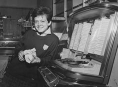 Portrait of Italian teenage singer Rita Pavone standing in front of a jukebox, Rome, February (Photo by Keystone/Hulton Archive/Getty Images) Roseanne Barr, Mel Gibson, Dory, In Hollywood, Jukebox, Actresses, Christians, Portrait, Tv