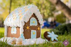 Οι Χριστουγεννιάτικες δημιουργίες μας! Cupcake Shops, Cake Pops, Gingerbread, Bakery, Sweets, Desserts, Christmas, Cake Pop, Sweet Pastries