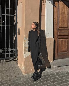 something special ♡ Look Fashion, Winter Fashion, Fashion Outfits, Looks Chic, All Black Outfit, Street Style, Style Snaps, Mode Hijab, Facon