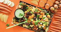 Next Level -jauhiksesta tehdyt kasvispyörykät maistuvat fetalla höystettyjen uunijuuresten sekä itsetehdyn vegaanimajoneesin kanssa. Cobb Salad, Feta, Cantaloupe