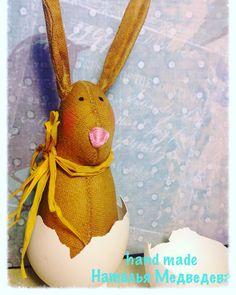 А вот ещё такой пасхальный кролик вылупился из яйца