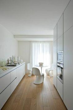 La lumière blanche d'une belle cuisine