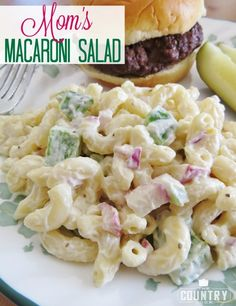 BLT Macaroni Salad The Country Cook - Corkscrew pasta with a creamy dressing and full of crunchy bacon, lettuce and tomato. The perfect BLT Macaroni Salad recipe! Macaroni Recipes, Pasta Salad Recipes, Mac Salad Recipe, Gluten Free Macaroni Salad Recipe, Tuna Macaroni Salad, Homemade Macaroni Salad, Country Cooking, Stuffed Green Peppers, Red Peppers