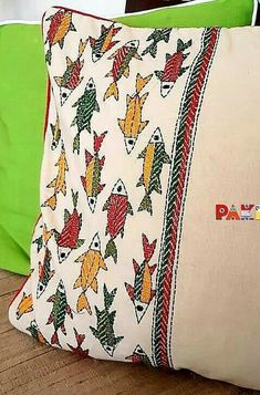 Shashiko Embroidery, Embroidery Motifs, Indian Embroidery, Diy Embroidery, Cushion Cover Designs, Cushion Covers, Pillow Covers, Hand Embroidery Tutorial, Madhubani Painting