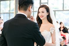 Taiwanese actor, Ken Chu marries Chinese actress Han Wenwen in a beautiful and romantic starry sky themed wedding at The Mulia, Bali. Check out their Bali wedding and all the stunning wedding photos here. Ken Chu, Taiwan Singer, Resort Villa, Bali Wedding, Chinese Actress, Real Weddings, Wedding Hairstyles, Wedding Photos, Groom