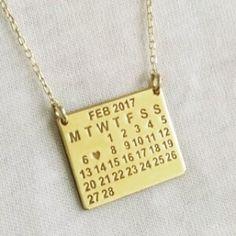 Özel günleri sembolleştirmek, sürekli yaşamak ve yaşatmak için mükemmel bir hediye fikri.. #tarihkolye #gümüşkolye #gümüş Dog Tags, Dog Tag Necklace, Jewelery, Personality, Jewlery, Jewels, Jewerly, Schmuck, Jewelry