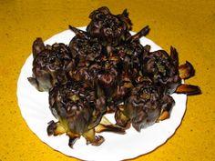 """Receta de alcachofas asadas o """"Carxofes al caliu"""" Plato típicamente catalán, estrella en las salidas al campo y realizado las brasas de una fogata.  97 Kcal por 100 g.  #alcachofas #asadas #recetas #cocina"""