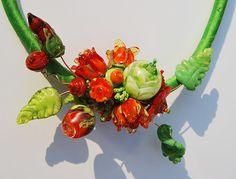 close-up oranje roosjes Close Up, Silk, Beads, Plants, Beading, Pearls, Plant, Bead Weaving, Seed Beads