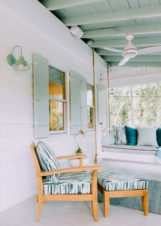 A schoolhouse wall sconce adds vintage style to this screened porch. American made schoolhouse lighting is easy to customize at Barn Light Electric. Beach Cottage Exterior, Beach Cottage Style, Exterior House Colors, Beach House Exteriors, Exterior Paint, Banquettes, Small Beach Cottages, Conch House, Bungalow Decor